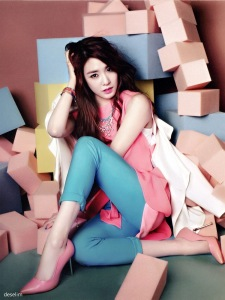 Tiffany Hwang SNSD Girls' Generation Vogue Girl March 2013