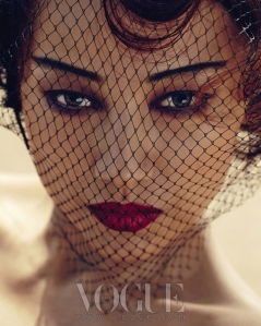 Lee Hyori - Vogue Magazine Mayo 2013 (1)